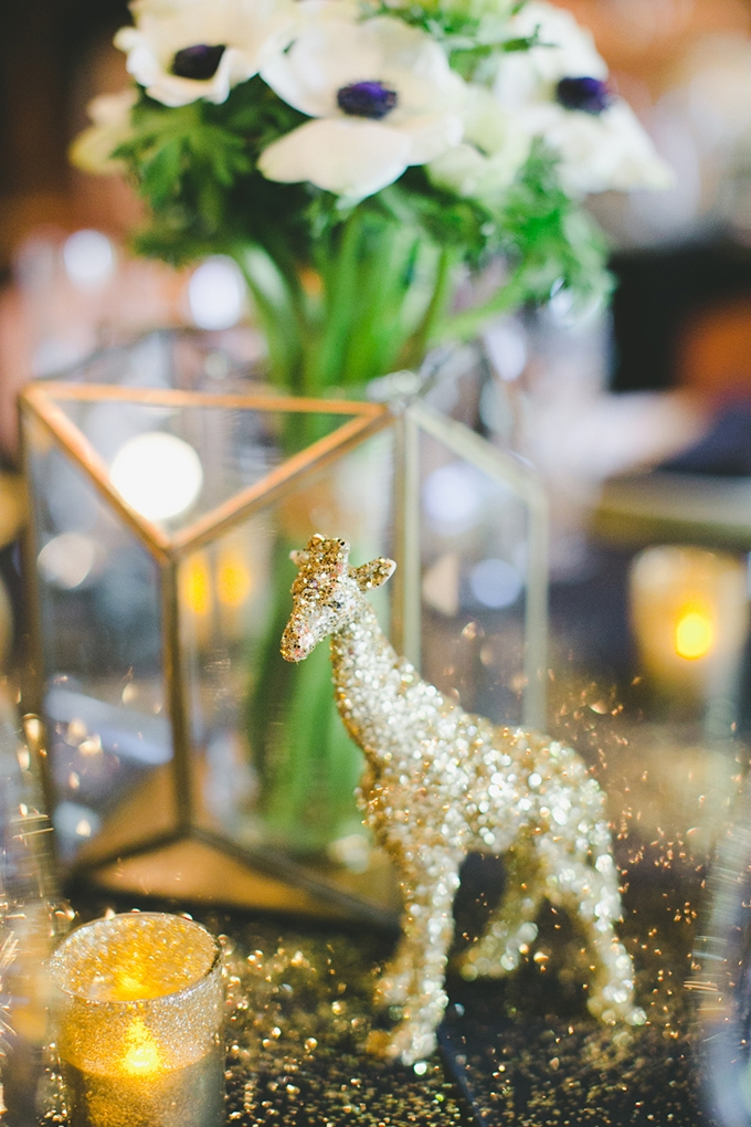 gold glitter giraffe centerpieces | onelove photography | Glamour & Grace