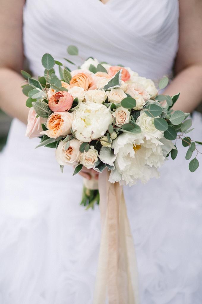 peach bouquet | melissa maureen photography | Glamour & Grace