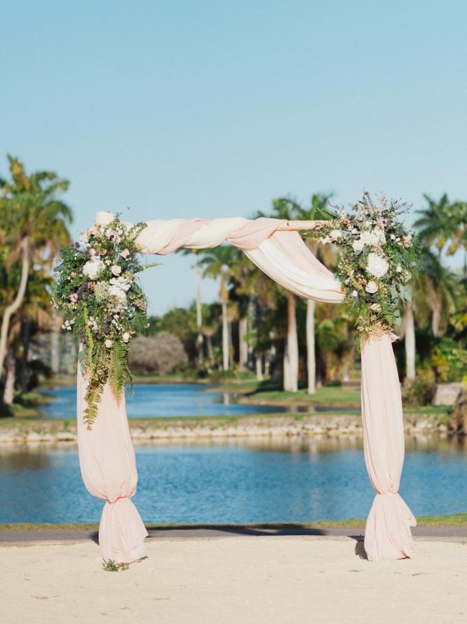 ceremony arch | Merari Photography | Glamour & Grace