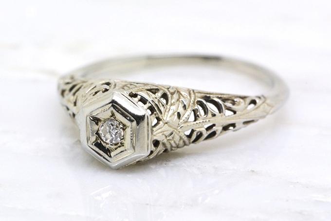 Vintage Platinum Wedding Rings 2 Stunning vintage engagement ring Glamour