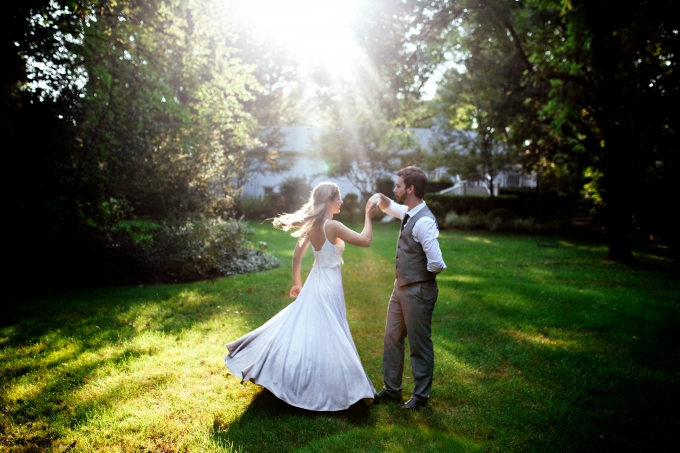 beautiful backyard anniversary session | Sarah Kriner Photography | Glamour & Grace