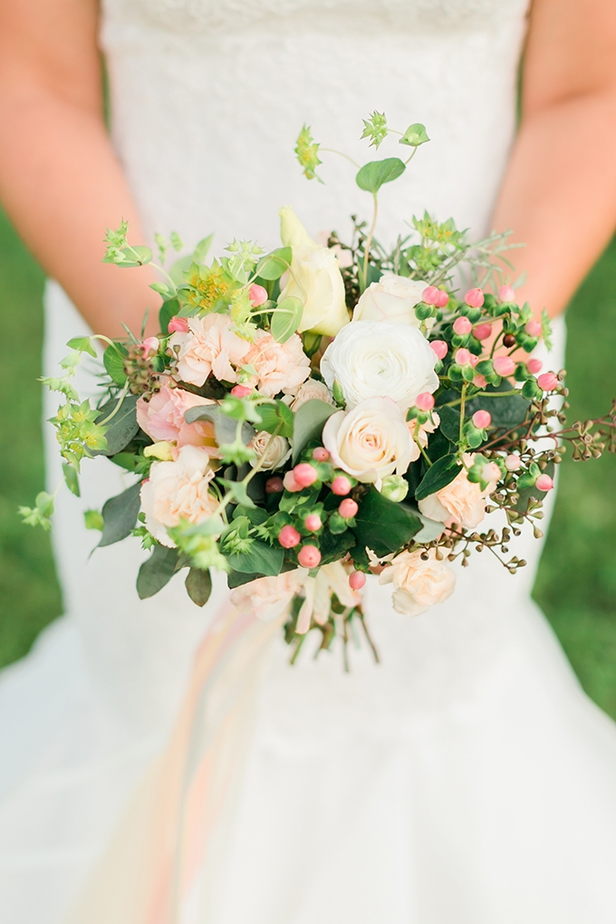 peach bouquet | Kirstyn Marie Photography | Glamour & Grace