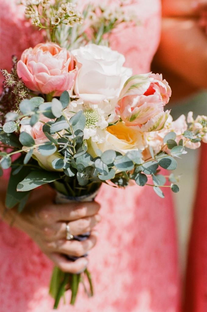 coral bouquet | White Rabbit Studios | Glamour & Grace