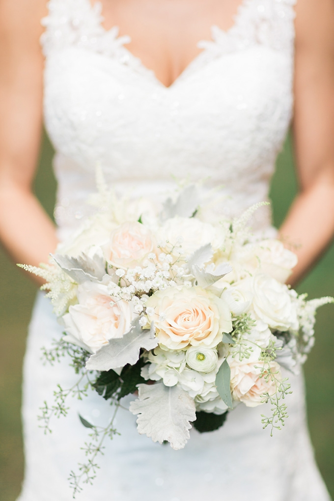 white bouquet | Alicia Lacey Photography | Glamour & Grace