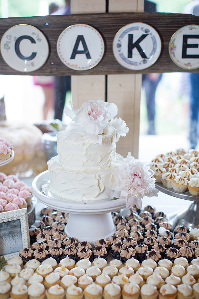 dessert table | Samantha Laffoon Photography | Glamour & Grace