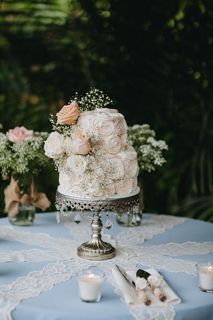 white wedding cake | Jay & Jess Photography | Glamour & Grace