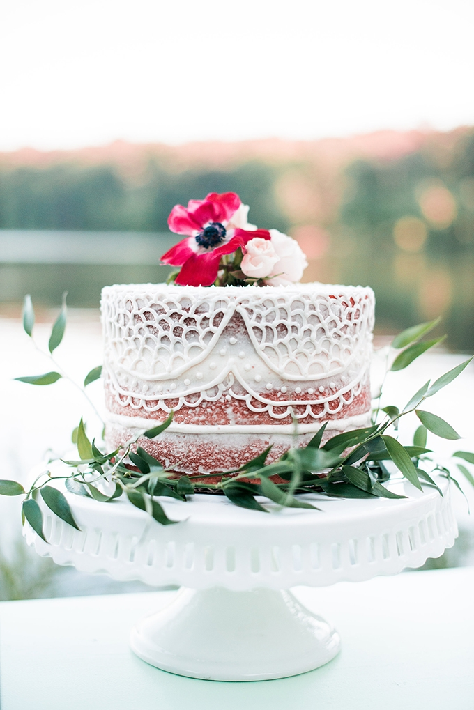 lace cake | Kimberly Florence Photography | Glamour & Grace