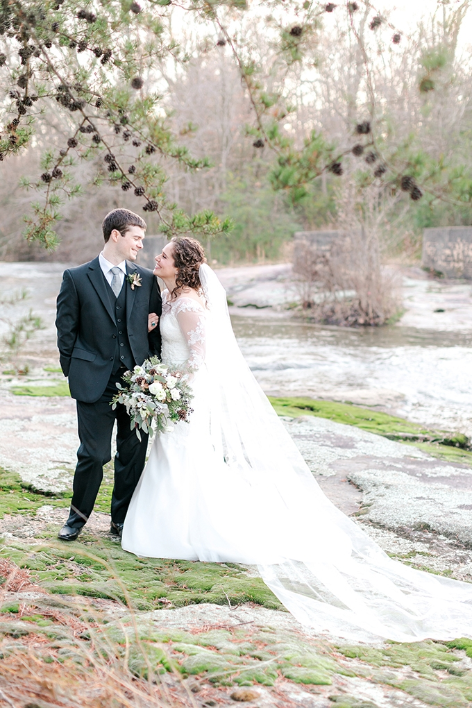 cozy winter wedding | Karen Allen Photography | Glamour & Grace35