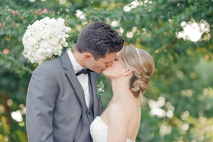 neutral seaside wedding | Jessica Bordner Photography | Glamour & Grace