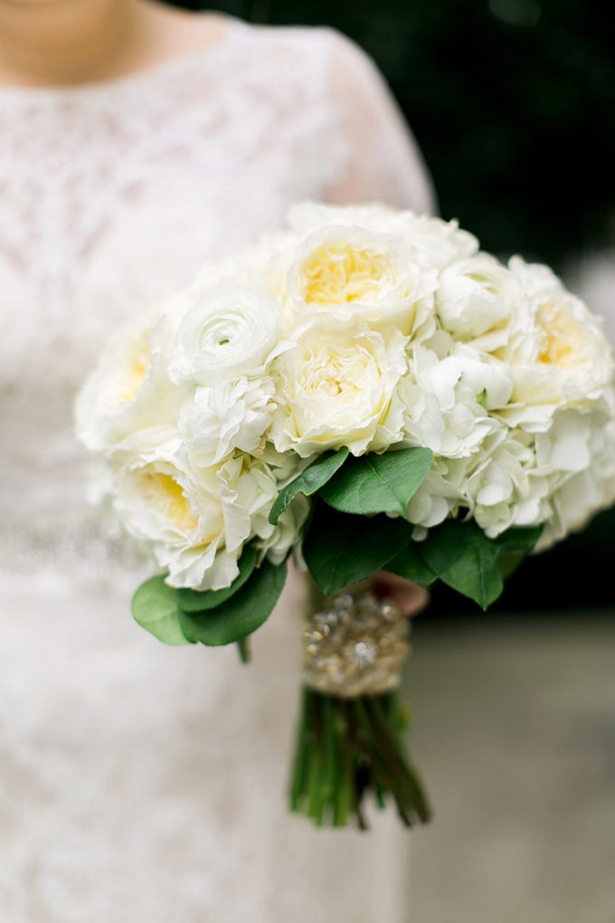 white bouquet | Amy Nicole Photography | Glamour & Grace