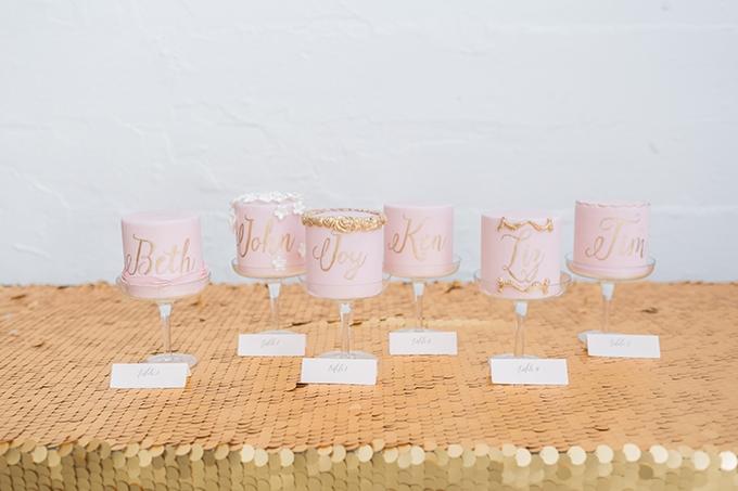 mini cakes | Alexis June Weddings | Glamour & Grace