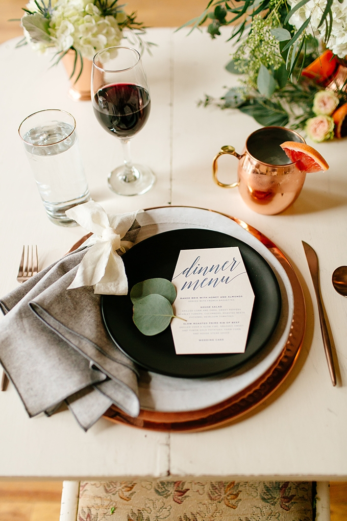 modern organic place setting | Leah Fontaine Photography | Glamour & Grace