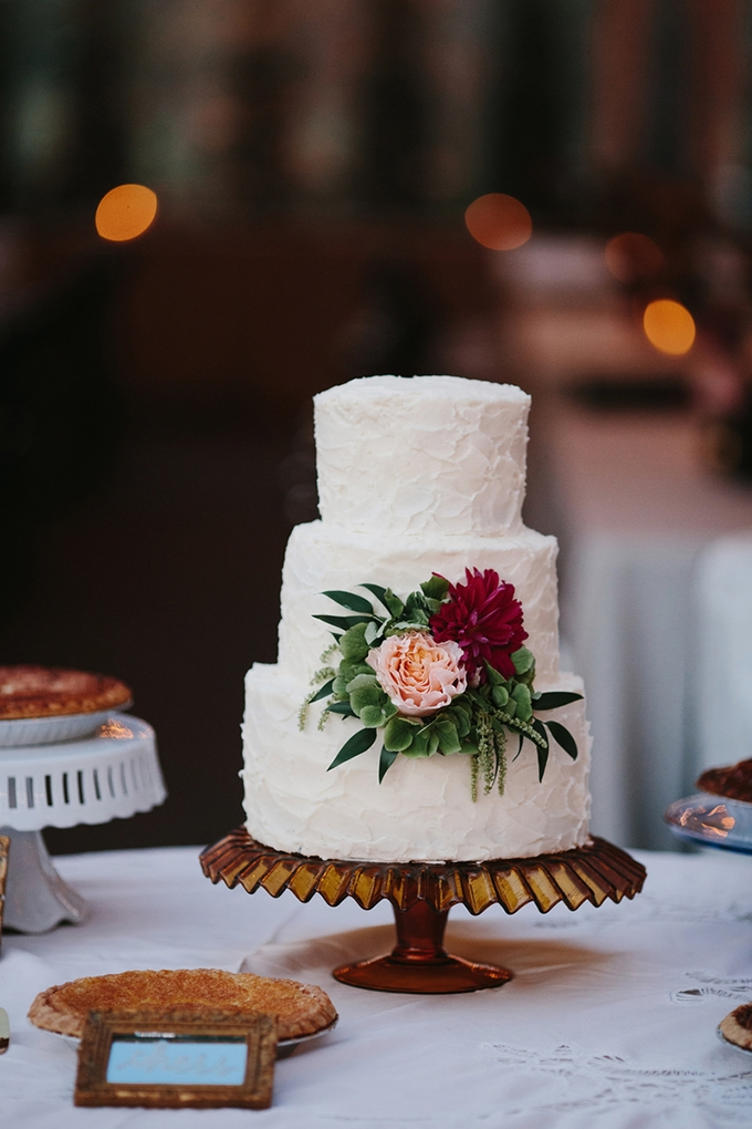 white buttercream cake | Q Avenue | Glamour & Grace