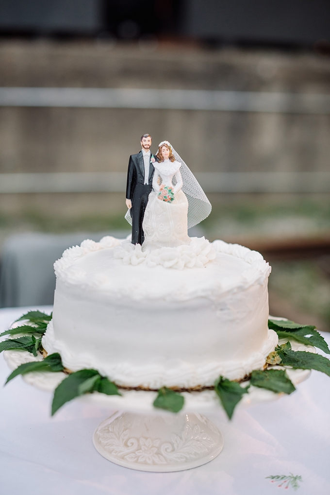 vintage cake toppers | Karyn Johnson Photography | Glamour & Grace