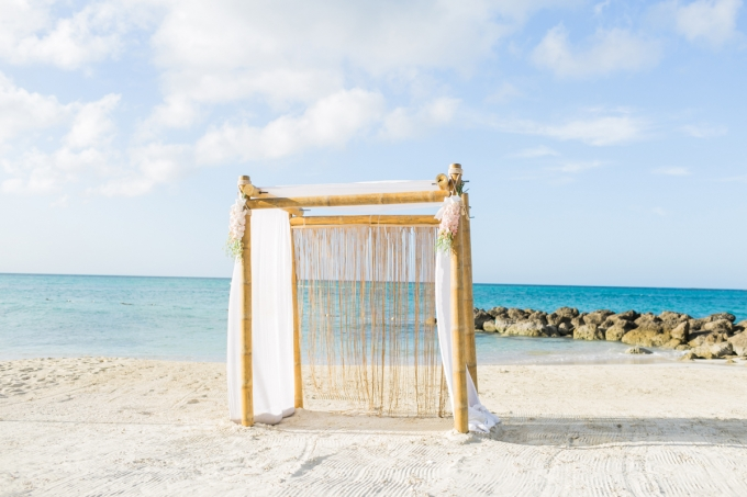 Sandals Royal Bahamian | ©AlexisJuneWeddings | Glamour & Grace