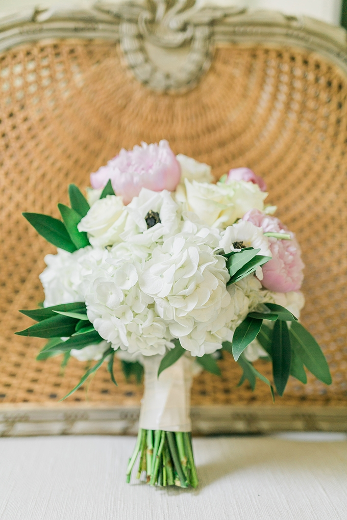 pink and white bouquet | Catherine Ann Photography | Glamour & Grace
