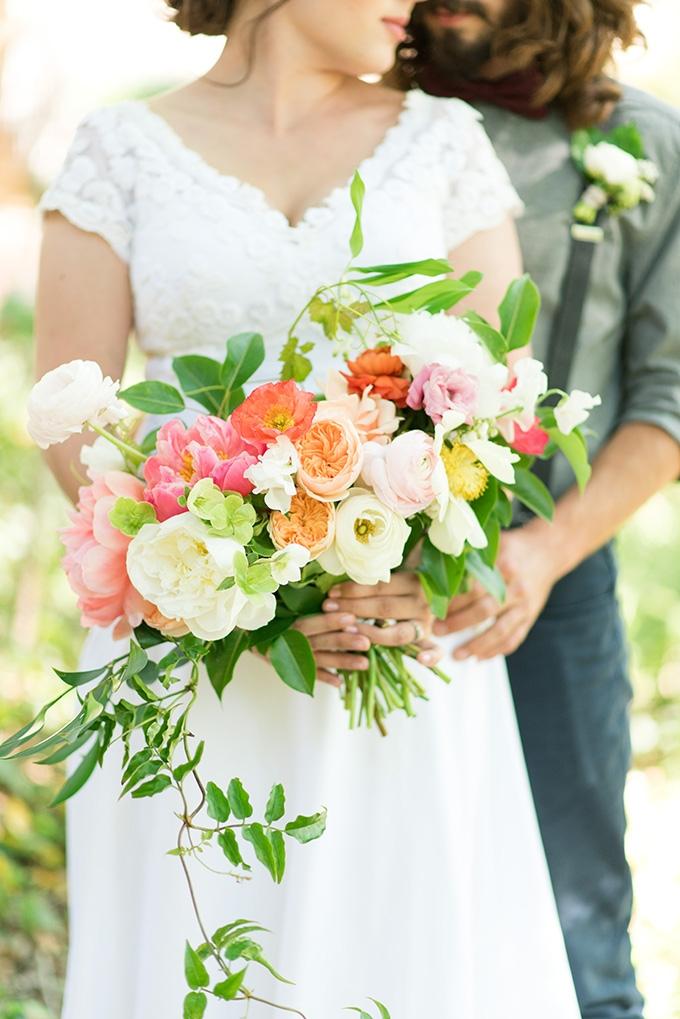 summery bouquet | Lori Lynn Photography | Glamour & Grace