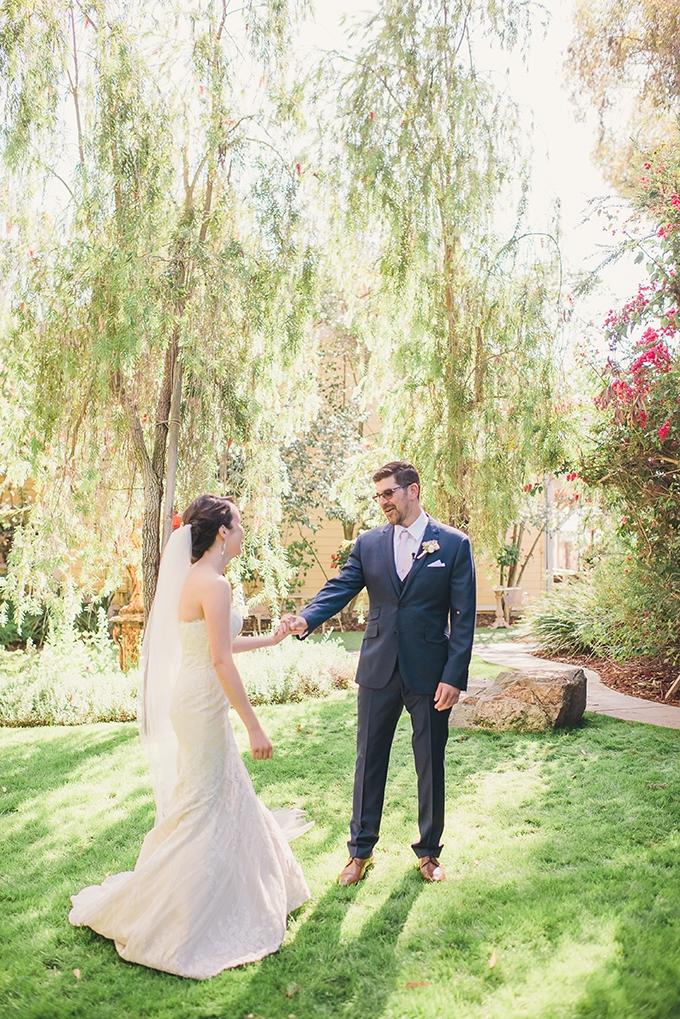 romantic vintage estate wedding | Sun & Sparrow | Glamour & Grace
