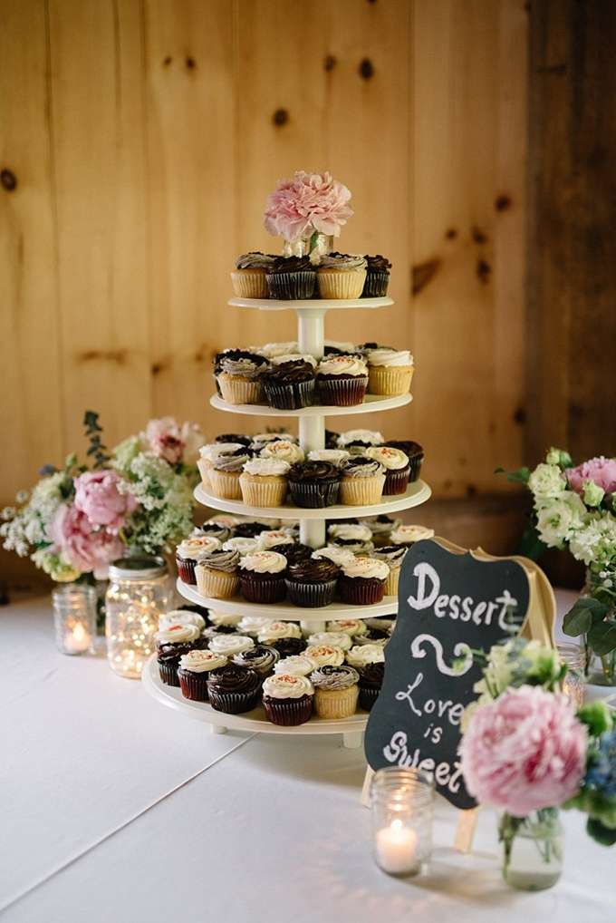 cupcake tower | Lindsay Hackney | Glamour & Grace
