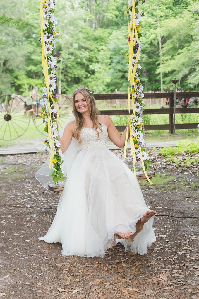 rustic farmhouse wedding | Susan Dixon Photography | Glamour & Grace