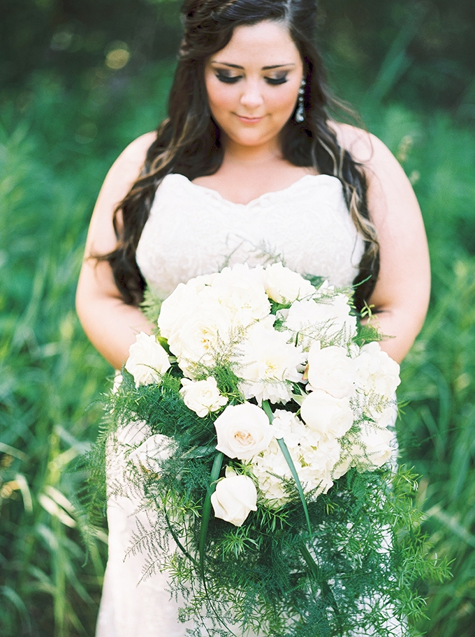 big white bouquet | Karen Ann Photography | Glamour & Grace