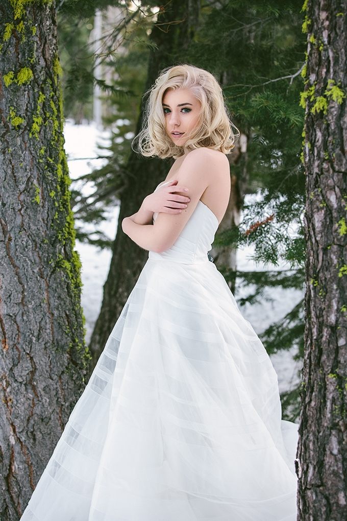 vintage winter bridal portraits | R&E Weddings | Glamour & Grace