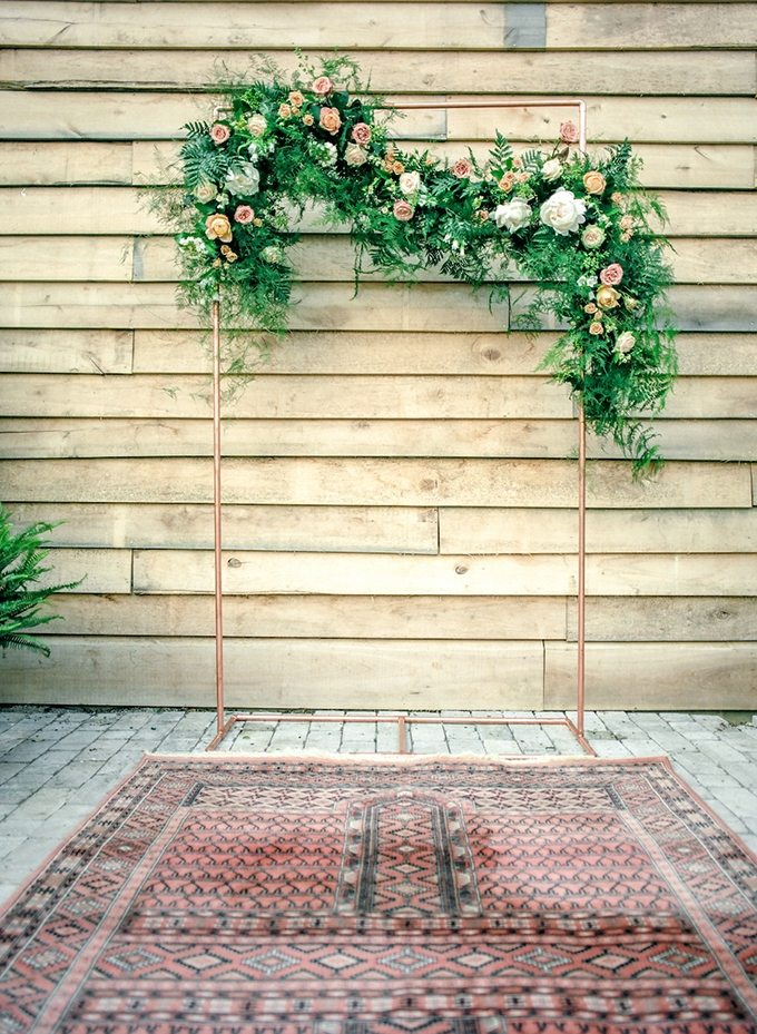 copper ceremony backdrop | Lotus Blossom Photography | Glamour & Grace