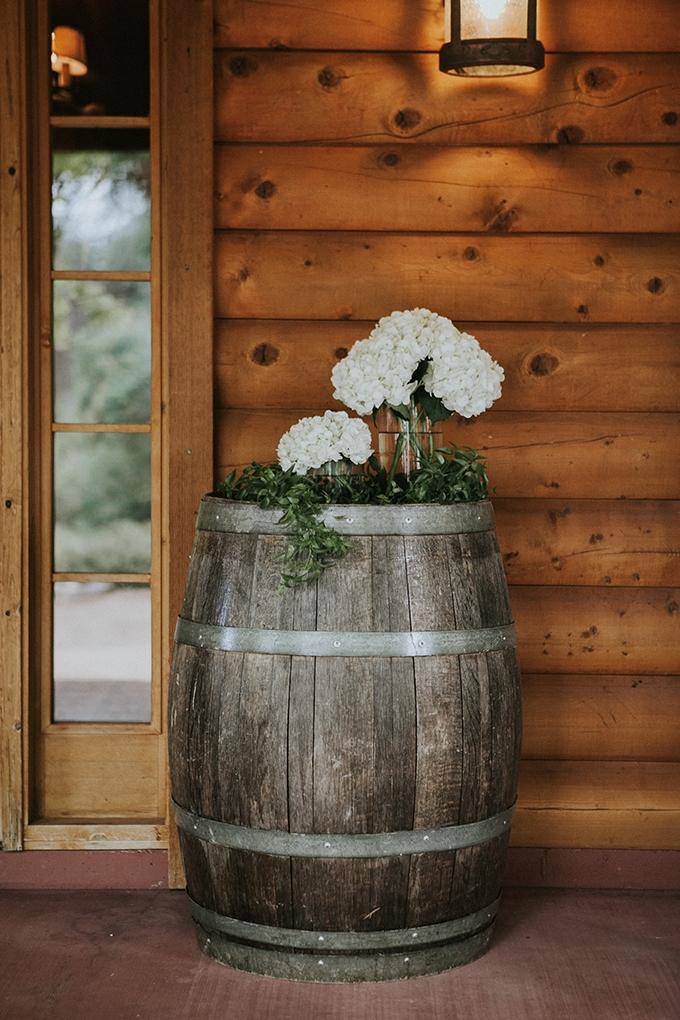 intimate lodge wedding | Jay & Jess Photography | Glamour & Grace-31