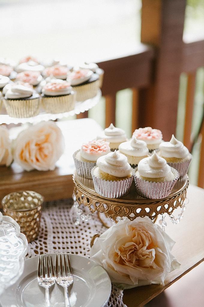 intimate lodge wedding | Jay & Jess Photography | Glamour & Grace-36
