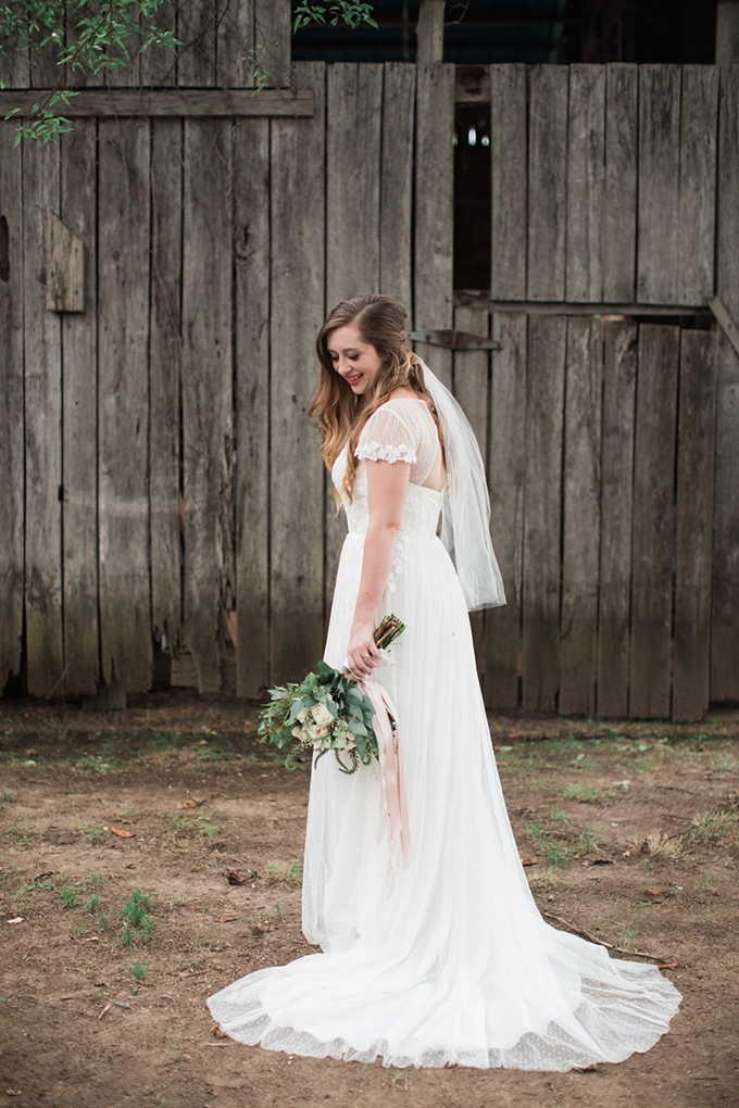 vintage barn wedding | Lindsay Campbell Photography | Glamour & Grace-05