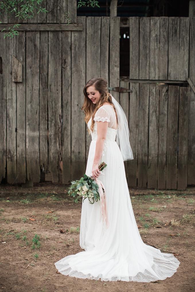 vintage barn wedding | Lindsay Campbell Photography | Glamour & Grace-05