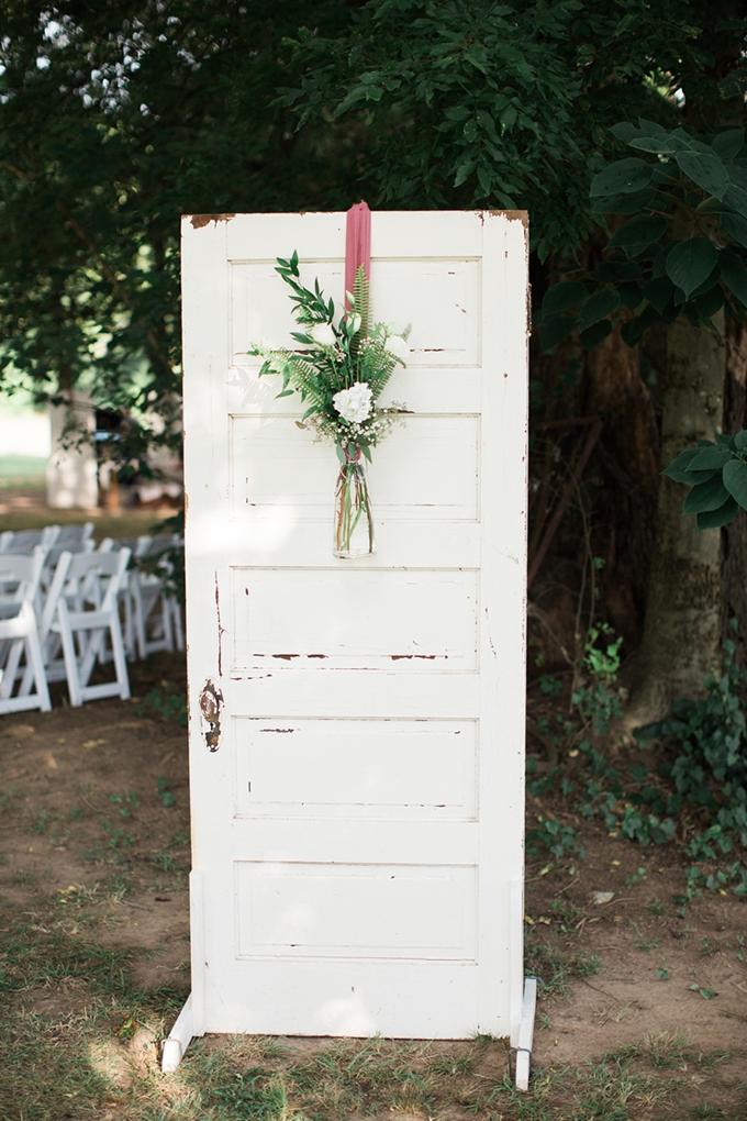vintage barn wedding | Lindsay Campbell Photography | Glamour & Grace-10