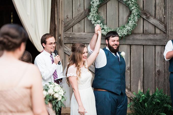 vintage barn wedding | Lindsay Campbell Photography | Glamour & Grace-15