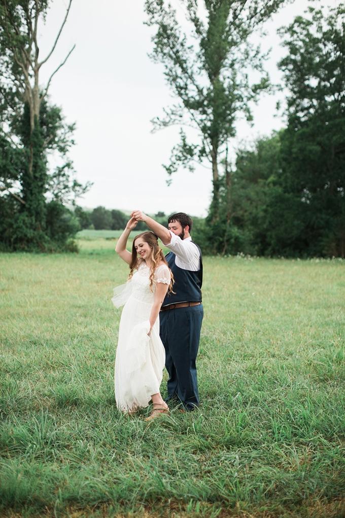 vintage barn wedding | Lindsay Campbell Photography | Glamour & Grace-17