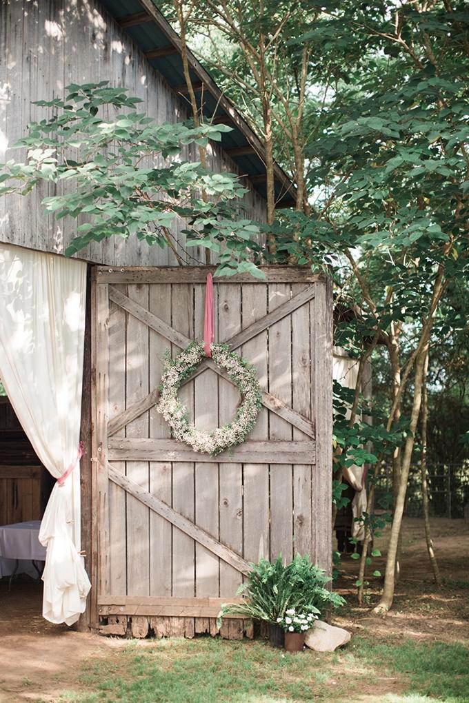 vintage barn wedding | Lindsay Campbell Photography | Glamour & Grace-22