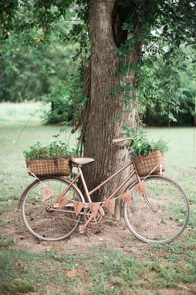 vintage barn wedding | Lindsay Campbell Photography | Glamour & Grace-27