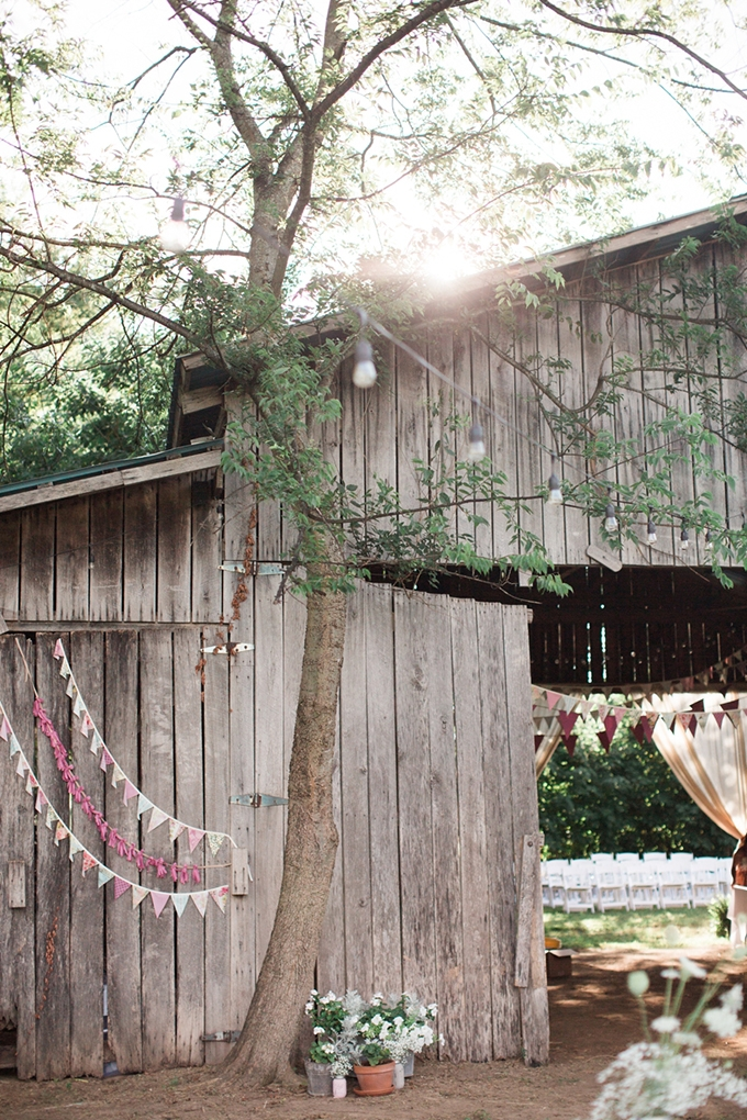 vintage barn wedding | Lindsay Campbell Photography | Glamour & Grace-28