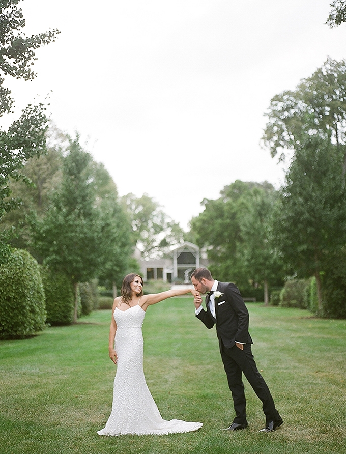 white garden wedding | Bonphotage | Glamour & Grace