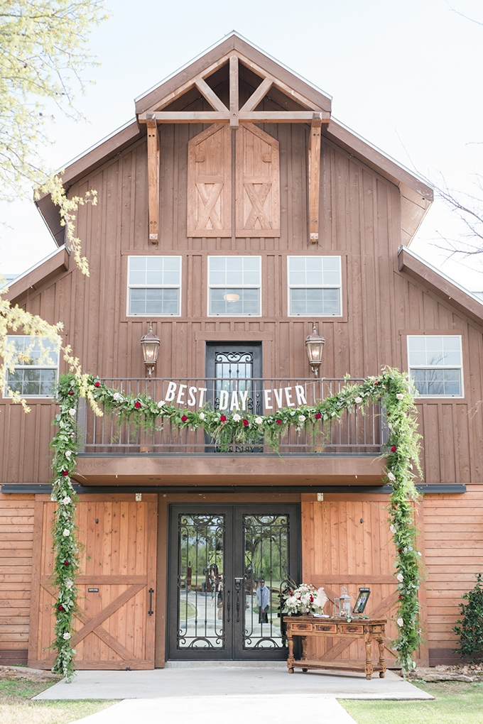 barn vow renewal | Eureka Photography | Glamour & Grace