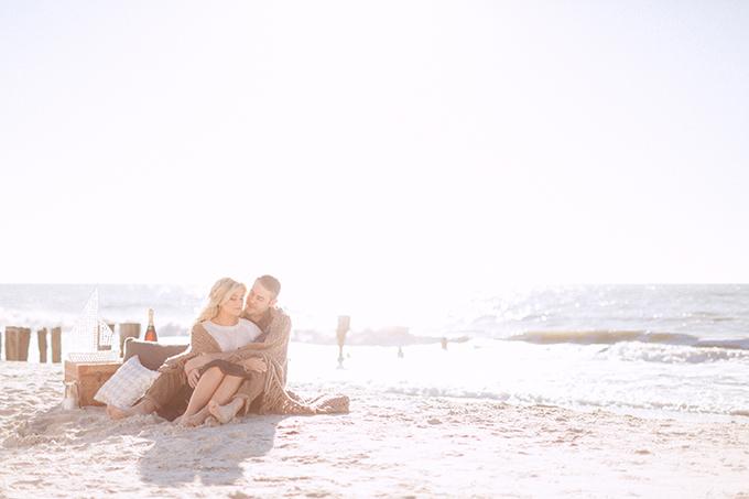 Photo Fridays Romantic Picnic Beach Engagement Glamour